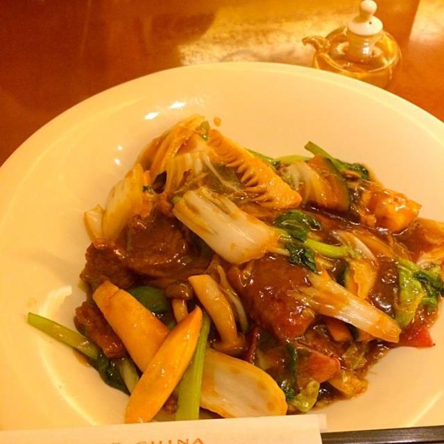 伊勢丹でランチ! お野菜たっぷりでお肉もジューシーでした。最近、伊勢丹のレストランは、ヘルシー嗜好。体のことよく考えたらメニューがたくさんありました。 - 52件のもぐもぐ - 南国酒家 カタヤキソバ by yumenimishi101