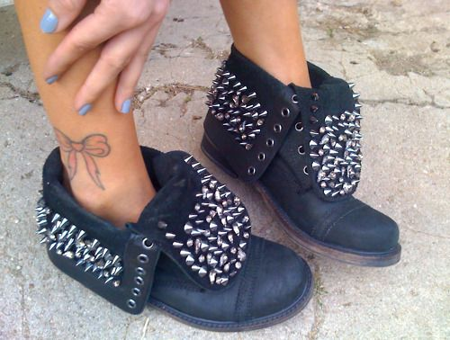 is it raining?: Combat Boots Style, Biker Boots, Stylefashion, The Hunt'S, Ankle Boots, Ankle Tattoo, Studs Boots, Bows Tattoo, Style Fashion