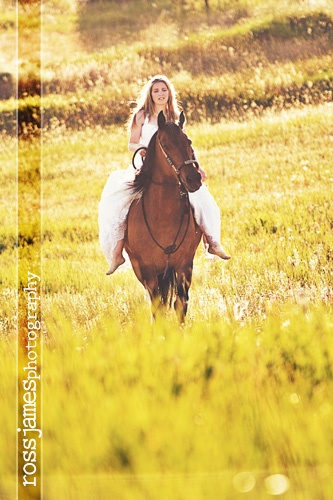 rock the dress with a horse :) want to do this so bad!