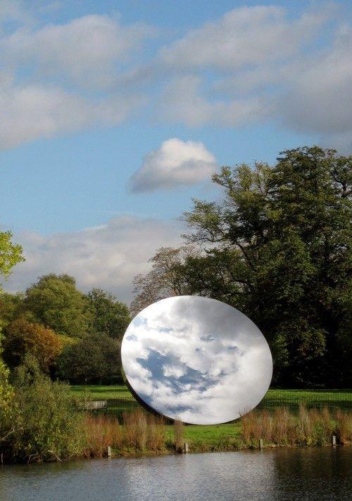 2006 sky mirror, Anish Kapoor.                   www.bullesconcept.com