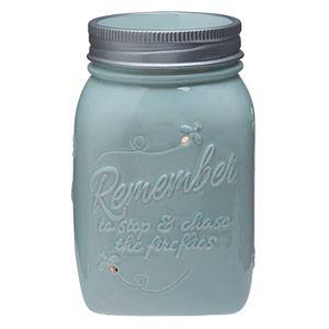 RÉCHAUD SCENTSY VINTAGE TEAPOT DESCRIPTION  Capturez l'essence des nuits d'été ludiques et sans souci. Ce réchaud bleu pâle peint à la main ressemble à une jarre en verre, auquel s'ajoute un anneau argenté « rempli » de lucioles. https://pascalmessina.scentsy.fr/shop/p/31799/rechaud-scentsy-chasing-fireflies