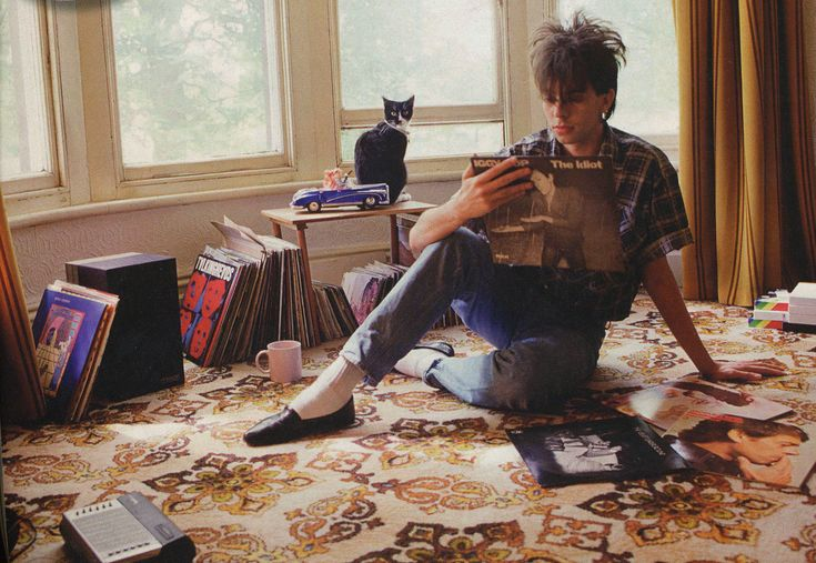 Ian McCulloch of Echo & the Bunnymen, 1983 . Echo and
