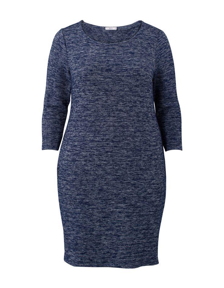 Donkerblauwe jurk met driekwart mouwen en een ronde hals. De jurk is voorzien van een melange dessin. #missetam