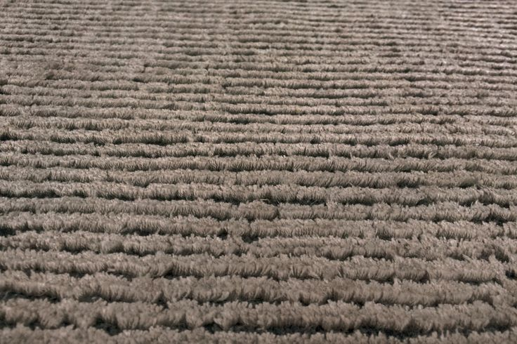 Sutton color taupe - Zoom of the carpet