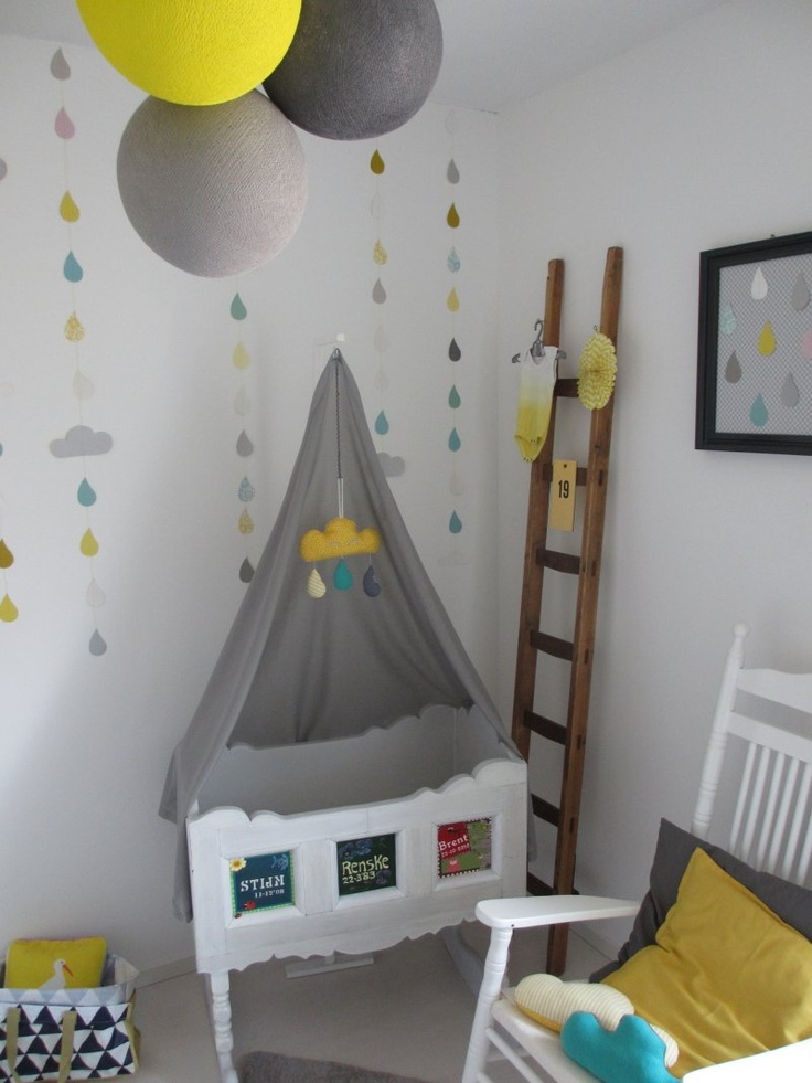 Our own babyroom byrenske chambre b b d coration nursery gar on fille baby bedroom boys girls for Deco chambre bebe mansardee 2