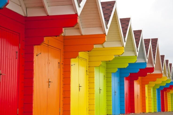 Drewniane drzwi po latach użytkowania straciły swój blask? Nie musisz ich wymieniać! Na naszym wortalu podpowiadamy jak zmienić ich wygląd, by cieszyły nas dłużej.
