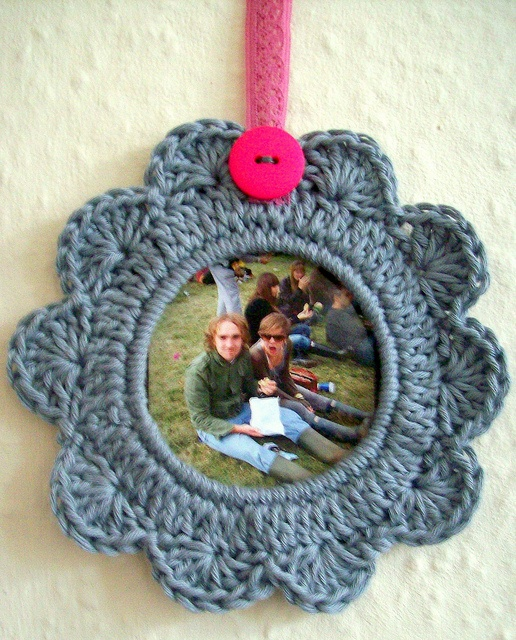 a wee crocheted picture frame by helen limbrick, via Flickr