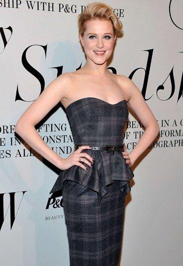 Hollywood-Beauty Evan Rachel Wood - Oscar-Verleihung: So machen sich die Gäste hübsch - Evan Rachel Wood war 2011 nominiert für ihre Rolle in der Mini-Serie 'Mildred Pierce'. In diesem Jahr geht sie zwar nur als Gast zu Verleihung, doch deshalb wird sie sich in Sachen Styling sicher nicht weniger Mühe geben...