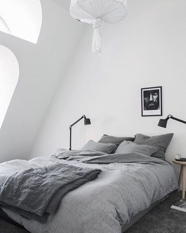 Sleepy time coming up.. Settling into a new flat in London takes time, eyes are now all on a new set of natural bed linen, oh la la, what to choose.. White or grey?! Beautiful and simple styling by @pellahedeby for @lencaproperties // Those @vipp lamps sits strikingly against the white walls and the grey bed linen by @dirtylinen ✔️✔️✔️