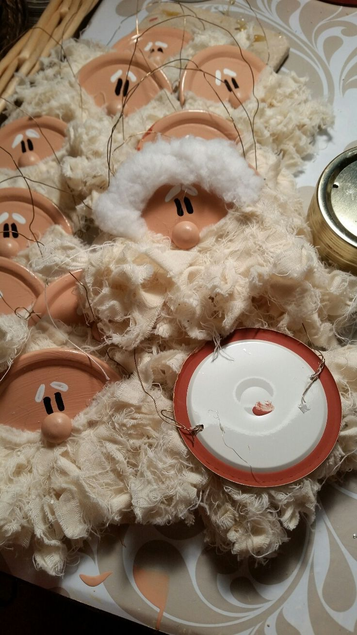 Cute Santa Ornaments from jar lids