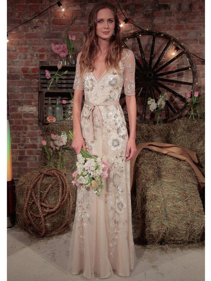 Ein bisschen Hippie-Flair kommt bei dem Anblick des Hochzeitskleids von Jenny Packham auf. Nehmen wir.
