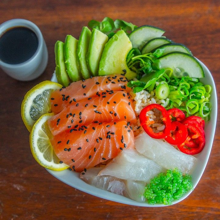 Loving @FitMenCook! This Sashimi Recipe is healthy easy and full of flavor. Visit their site for tons of delicious recipes that pack a nutritional punch or follow these simple steps to make this bowl: Ingredients for 1 serving: 100g salmon sushi 100g fluke sushi 1/3 cup cooked brown rice 1/2 cup watercress 1/4 small Haas avocado Garnish: green onions red chili sesame seeds cucumber #bewell #bedelicious #sushi #sashimi #menwhocook #healthy #foodporn #eatclean by belliconusa