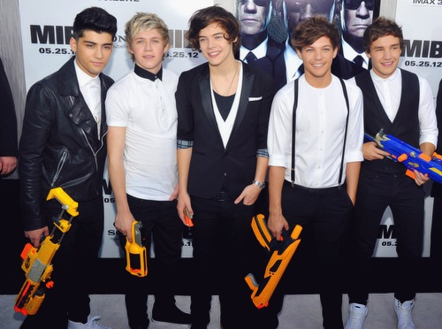 One Direction at the MIB3 premiere in NYC 5/23/12: Bring Nerf, Nerf Guns, Direction Infection, Red Carpets, Boys, One Direction, I'M, Black, Harry Style