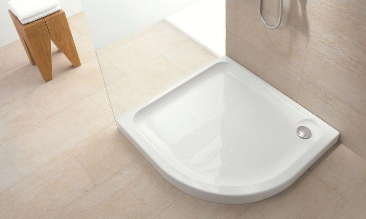 El plato Esfera está diseñado para maximizar el espacio sin renunciar al confort, son ideales hasta para los espacios más reducidos. La variedad de formatos facilita múltiples soluciones en la configuración del espacio de baño. El diseño ergonómico y antideslizante de su superficie contribuye a evitar incómodos resbalones.