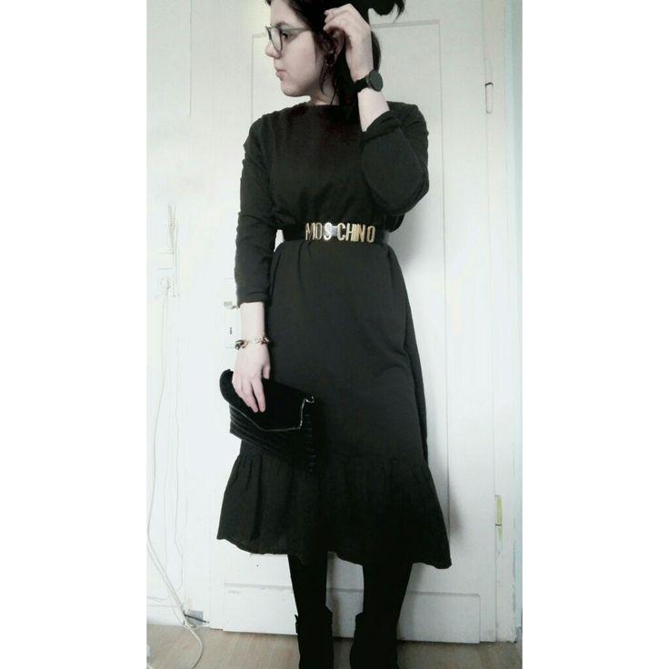 Midi Dress Volant moschinobelt  Fashion inspo