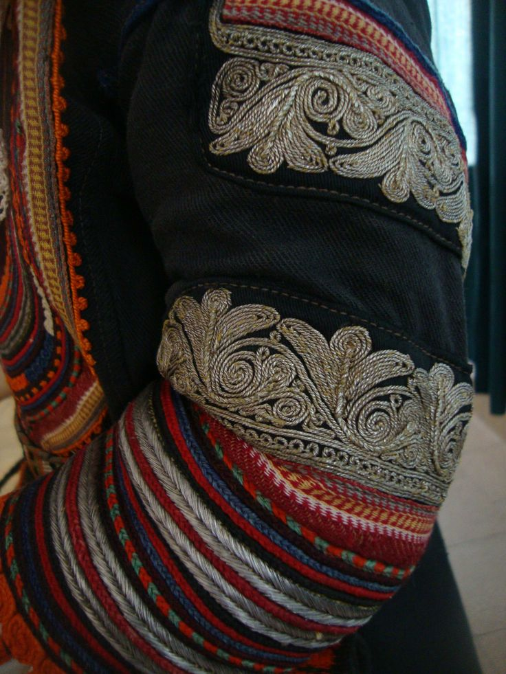 Embroidery on sleeve of Kyustendil costume
