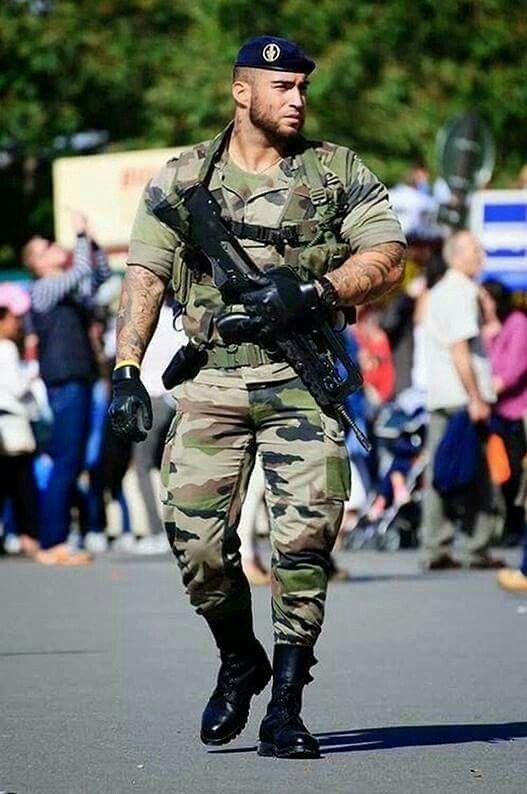 почти реальное фото военных парней ощущал толчки