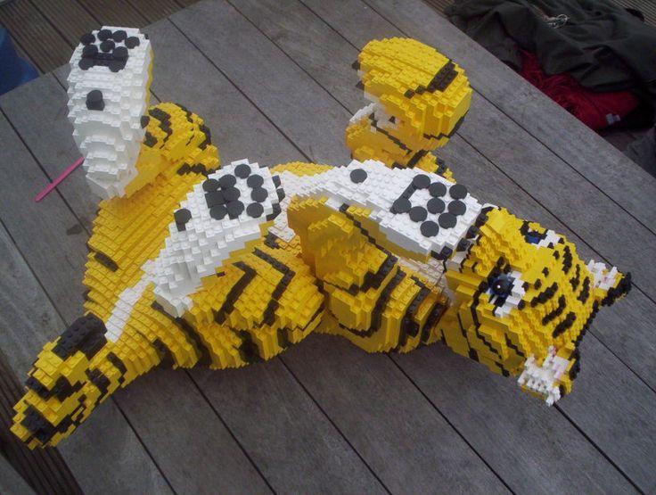 LEGO® Прораб Дункан Titmarsh только LEGO Великобритании сертифицированным специалистом, и он явно есть страсть, - а также удивительный талант - на проектирование и строительство LEGO искусства и скульптуры.  Тигр 5 футов LEGO Тигренок для Stella McCartney, построенный Дункан и его команда
