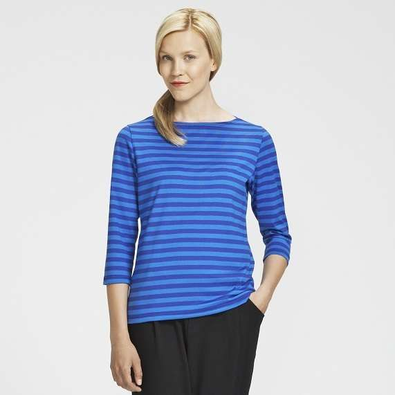 Marimekko's Ilma t-shirt incorporates a boat neck and 3/4 length sleeves and features Annika Rimala's Tasaraita (equal stripe) pattern from 1968. The slightly fitted cut ensures a comfortable fit.
