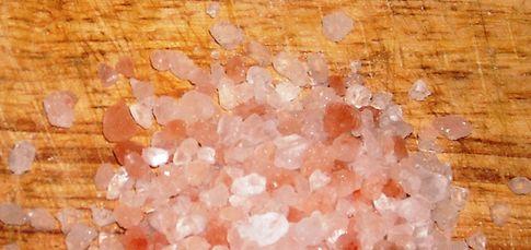 12 Himalayan Salt Benefits That People Won't Get From Table Salt