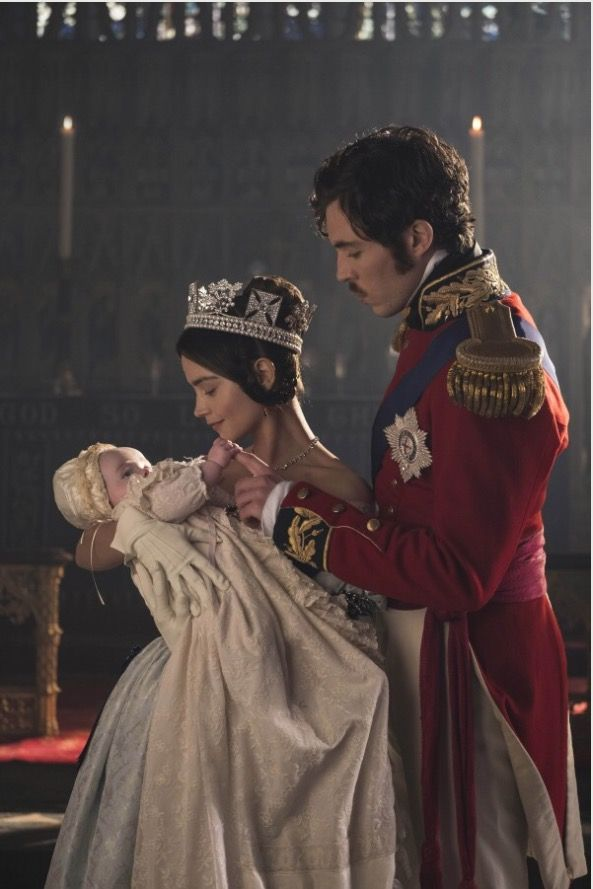 Omg...... Albert is touching the baby and making a kissy face x!!!