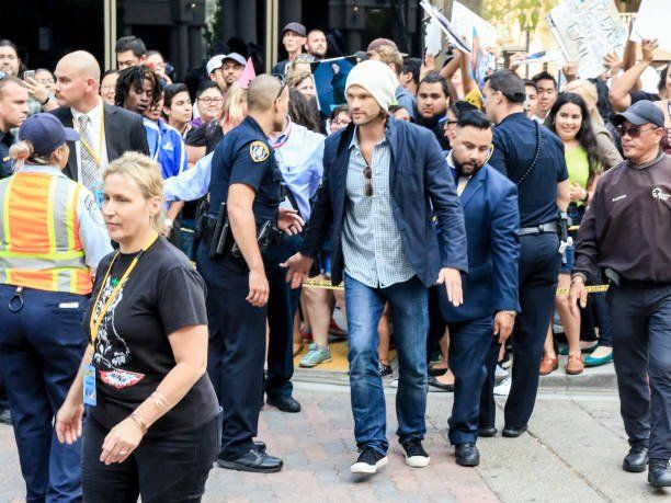 (22) Andrea DeMill @AndreaDeMill 10h10 hours ago More #Supernatural @jarpad #Conan #SDCC 📸http://gettyimages.com