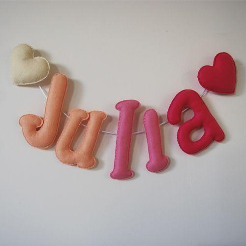 Globers Nombres con letras de fieltro en rosas. Super regalos para niños. Pink felt name banner.Super gifts. Kids