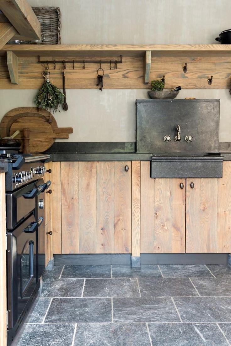 Ländliche Holzküchen # Eichenküchen # Landhausstil # Kücheninspiration #Innenraum #Küche #wonenlandishstyle #handmadeekitchen #keukenopmaat #maatwerk #maatwerkkeuken #interior #interiordesign #kralkukens   – jean-paul friedrichs