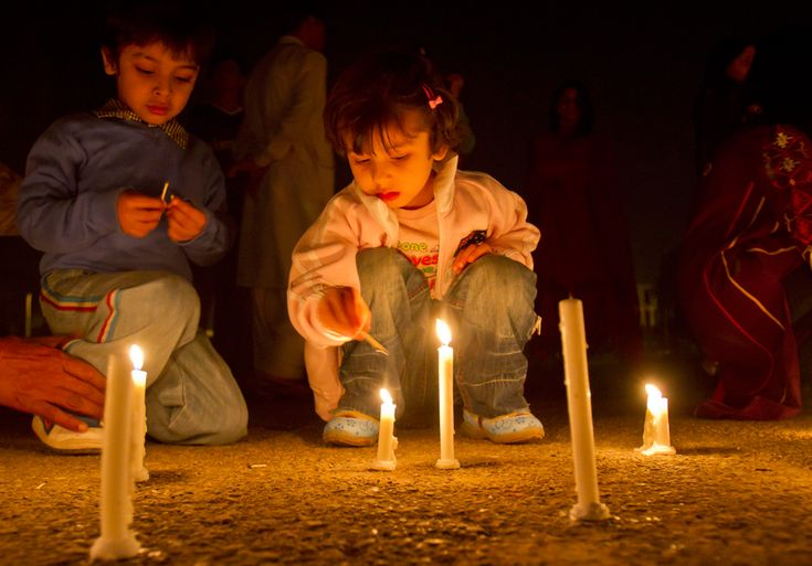 Earth Hour 2012 - Don;t forget to click the images to watch the lights go out!