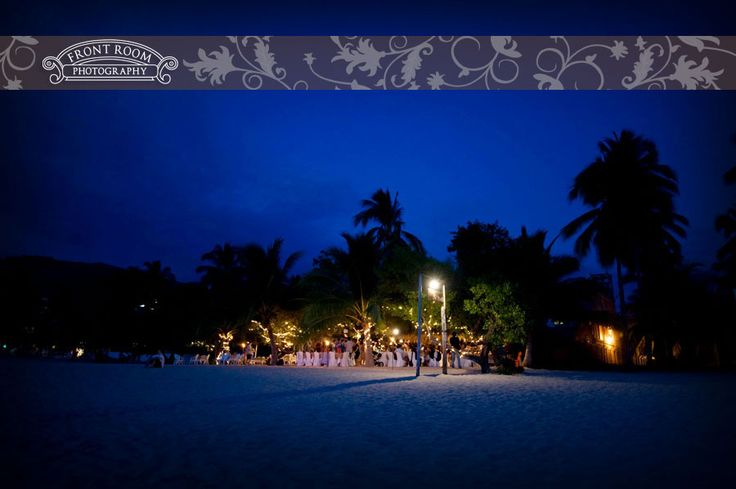 La Perla Restaurant, Playa La Ropa, Zihuatanejo Ixtapa Mexico. Photo by: FRP
