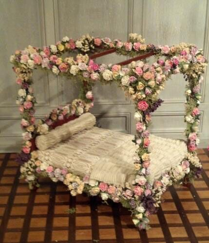 SLEEPING BEAUTY BED.jpg 429×498 pixels (jt-one of the loveliest Fairytale beds I've ever seen)