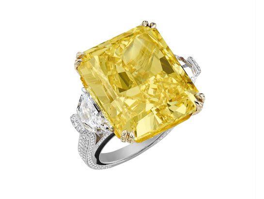 Chopard bague Red Carpet http://www.vogue.fr/mariage/bijoux/diaporama/bagues-de-fiancailles-diamants-jaunes-solitaires/20130/image/1045092#!chopard-bague-red-carpet-en-diamant-jaune