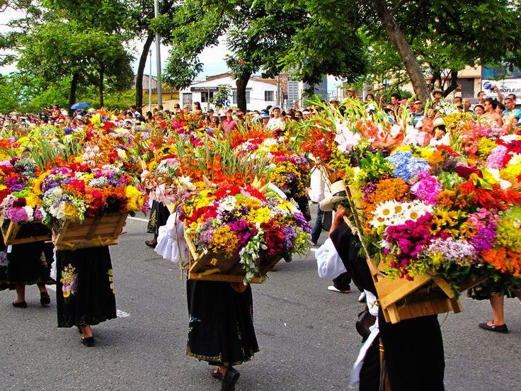 El Desfile de Silleteros durante la Feria de las Flores en Medellín es algo por lo que debes tener tu cámara preparada: