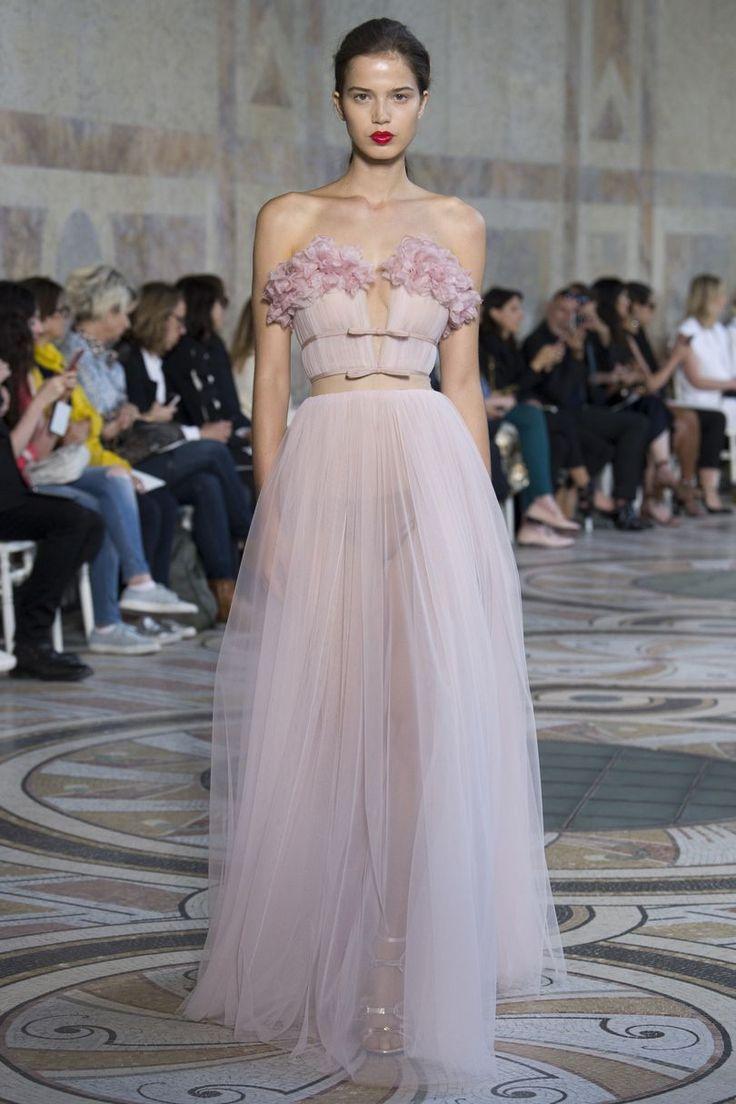 Săptămâna Modei Couture de la Paris. 25 cele mai frumoase rochii - Modă > Moda de la A la Z - Eva.ro