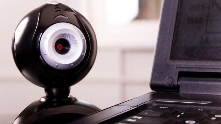 Jeśli nie zmieniłeś swojego hasła i loginu w programie obsługującym kamerkę internetową, to pozostawiłeś cyberprzestępcom otwarte drzwi do twojego domu. http://tvn24bis.pl/informacje,187/nie-zmieniles-hasla-uwazaj-mozesz-byc-obserwowany,485237.html