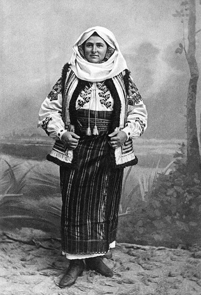 Source: http://only-romania.com/2012/03/romanian-people-wearing-national-costumes-at-1900/