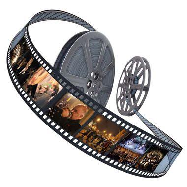 Negli anni settanta ... ci volevano mesi perché le prime visioni dei film americani arrivassero qui da noi. E dalla città alla campagna altre settimane ... Nei cinema di seconda e terza visione fluttuavano bobine mummificate con attori che nella realtà erano diventati vecchi. O morti. Miracolo del cinema, che dopotutto è un'arte da spettri.
