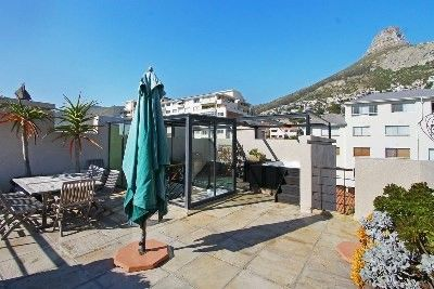 In the heart of Bantry Bay with 360 degree sea and mountain views. Designer townhouse on 3 levels, open plan lounge, dining room and kitchen. Tv/family room flows to pool. Entertainment roof deck, braai area and jacuzzi. Excellent finishes throughout. Double direct access garaging. A must to view.