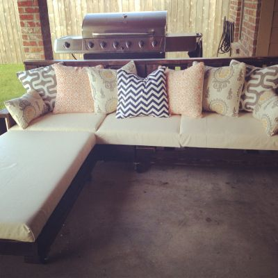 Duck canvas tarp for cover. Foam Factory for foam> Cute for our patio! -pallet furniture