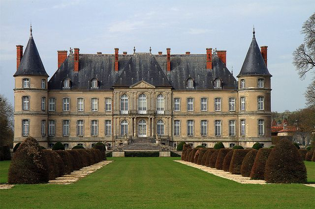 Château de Haroué by Lomyre  The château de Craon, also known as the château d'Haroué or palais d'Haroué is a French château located in a valley in the centre of the village of Haroué, in the Saintois, in the département of Meurthe-et-Moselle and the région of Lorraine. It was built between 1720 and 1732 by Germain Boffrand during the period when Lorraine was independent of France, for Marc de Beauvau, prince de Craon, viceroy of Tuscany and constable of Lorraine.