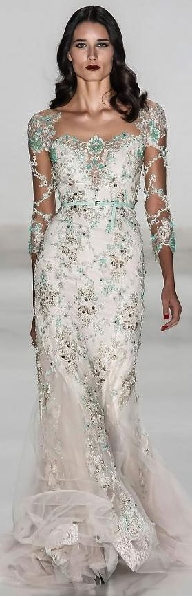 Samuel Cirnansck S/S 2015 glamour gown This is a floaty gown, perfect for S/S. I love the detailing on the neckline and sleeves. The gown is sophisticated and glamorous.