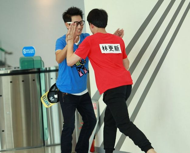 Ji Suk Jin vs Lin Geng Xin. The match lasts 6 rounds, with frequent rest periods. One of the highlights of the Korean vs Chinese Running Man show off.