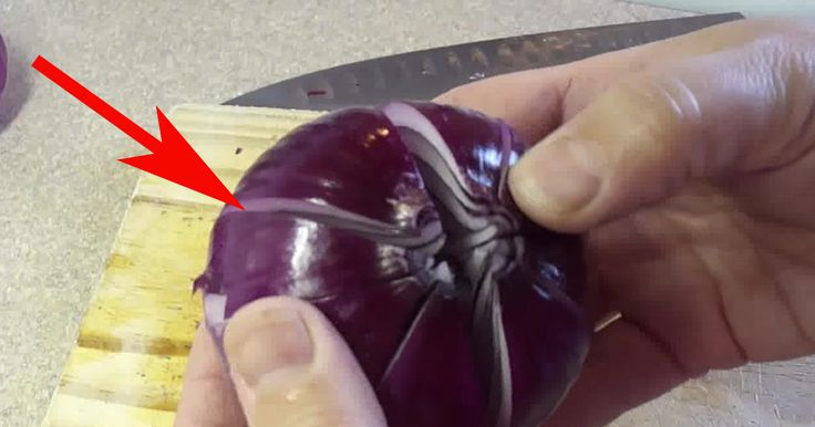 She cut Onion into 4 pieces and add vinegar. A minute later.. This is PERFECT!