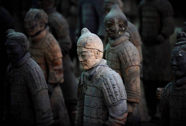 Varios guerreros de terracota, en Xian.
