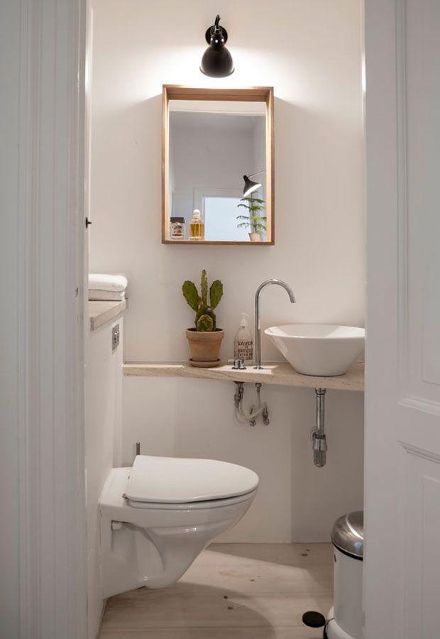 Lille badeværelse med lille håndvask