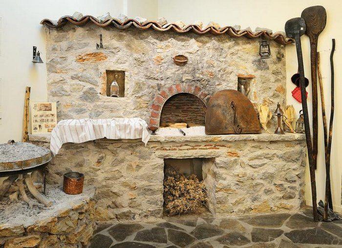 Το… αντίπαλο δέος της Αράχωβας: Ένα μαγικό χωριουδάκι 2,5 ώρες από την Αθήνα! Αμφίκλεια