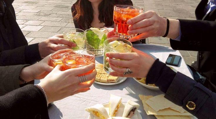Spritz, l'aperitivo degli studenti a Padova - Blog ... Sprtiz and Ticket del Mercoledì sera ... Porta il biglietto timbrato che il nostro #ChefsBehindBars ti offre uno Sprtiz, poi ti portiamo a casa noi ... #ChefsBehindBars