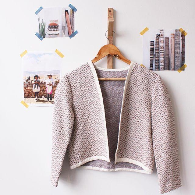 Notre couturière a réalisé cette jolie #veste, parfaite pour le printemps ! Le #tissu est dispo sur le eshop #folkandfabric #fabric #coupons #lyon #pattern #motif #folk