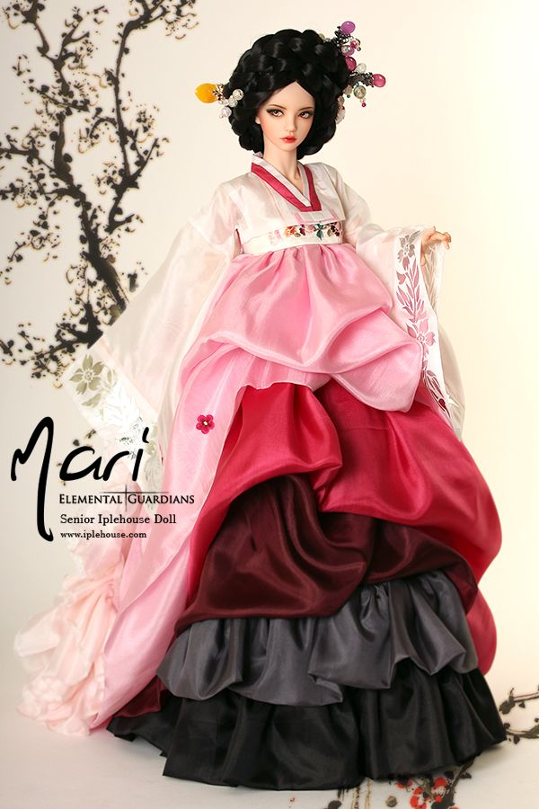 so beautiful and mesmerizing. I wish I had a gisaeng doll like this.!