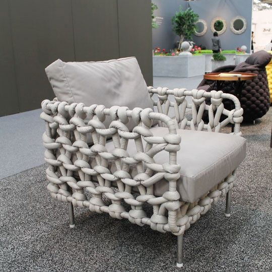 wow - a knitted chair! Kenneth Cobonpue — The Cabaret chair, made of fabric tubes woven over a steel frame, is available in both indoor and outdoor versions. Take A Seat, Love Seat, Cool Furniture, Furniture Design, Furniture Movers, Wicker Furniture, Outdoor Furniture, Ok Design, Big Knits